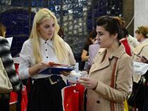 фото проведення соціологічних опитувань в Києві